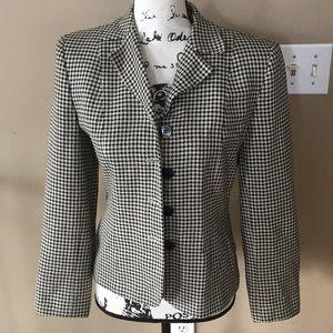 Ann Taylor suit jacket size 2 women's cream/black